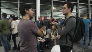 可以行走、翻滚和飞行的 AI 设备 — 以及炸玉米饼 — 吸引开发人员来到 NVIDIA 总部