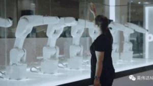 """""""机器人语者""""携灵动艺术装置惊艳世界经济论坛"""