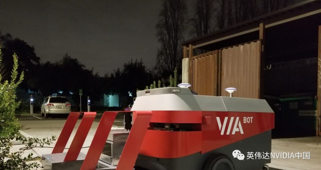 户外清洁帮手:机器人帮助打扫公司和校园