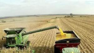 """农场里的""""变形金刚""""?初创企业利用AI改造自动化拖拉机"""