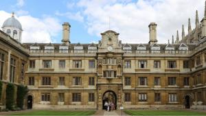 黄仁勋:NVIDIA和Arm将在剑桥建一座世界先进的AI研究中心