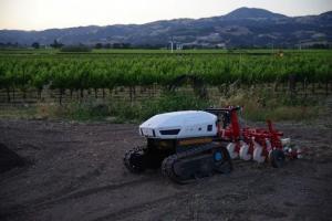 Ztractor 将自动驾驶电动拖拉机应用于有机农业